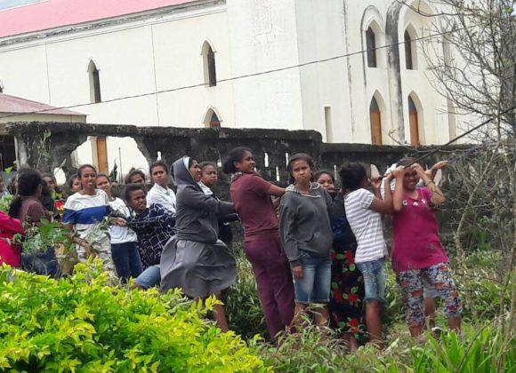 Vicini alle comunità di Timor Est colpite una violenta tempesta
