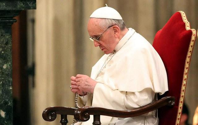 Con il Papa, in preghiera per la Chiesa
