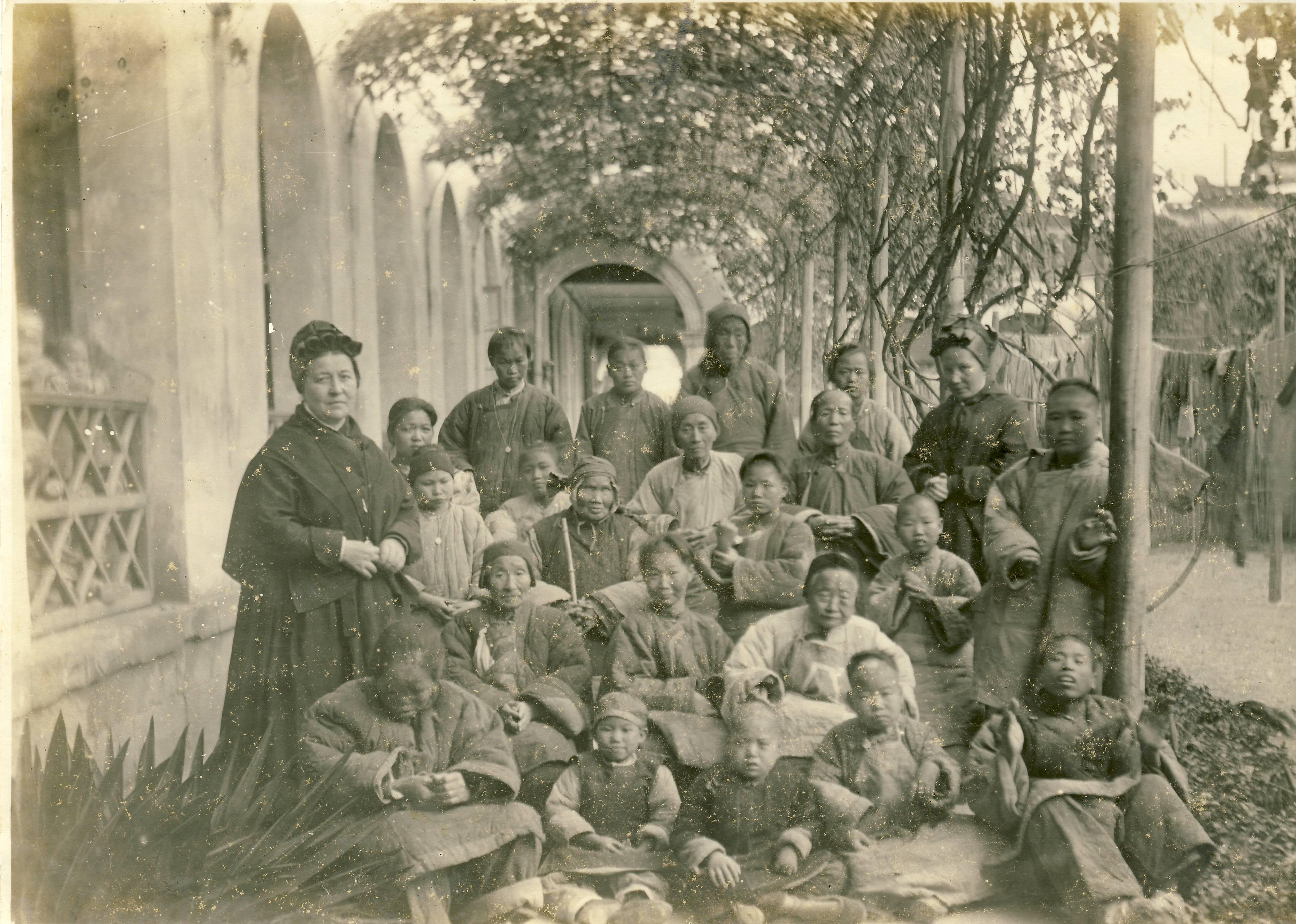 M. Amalia Maggioni con i bambini