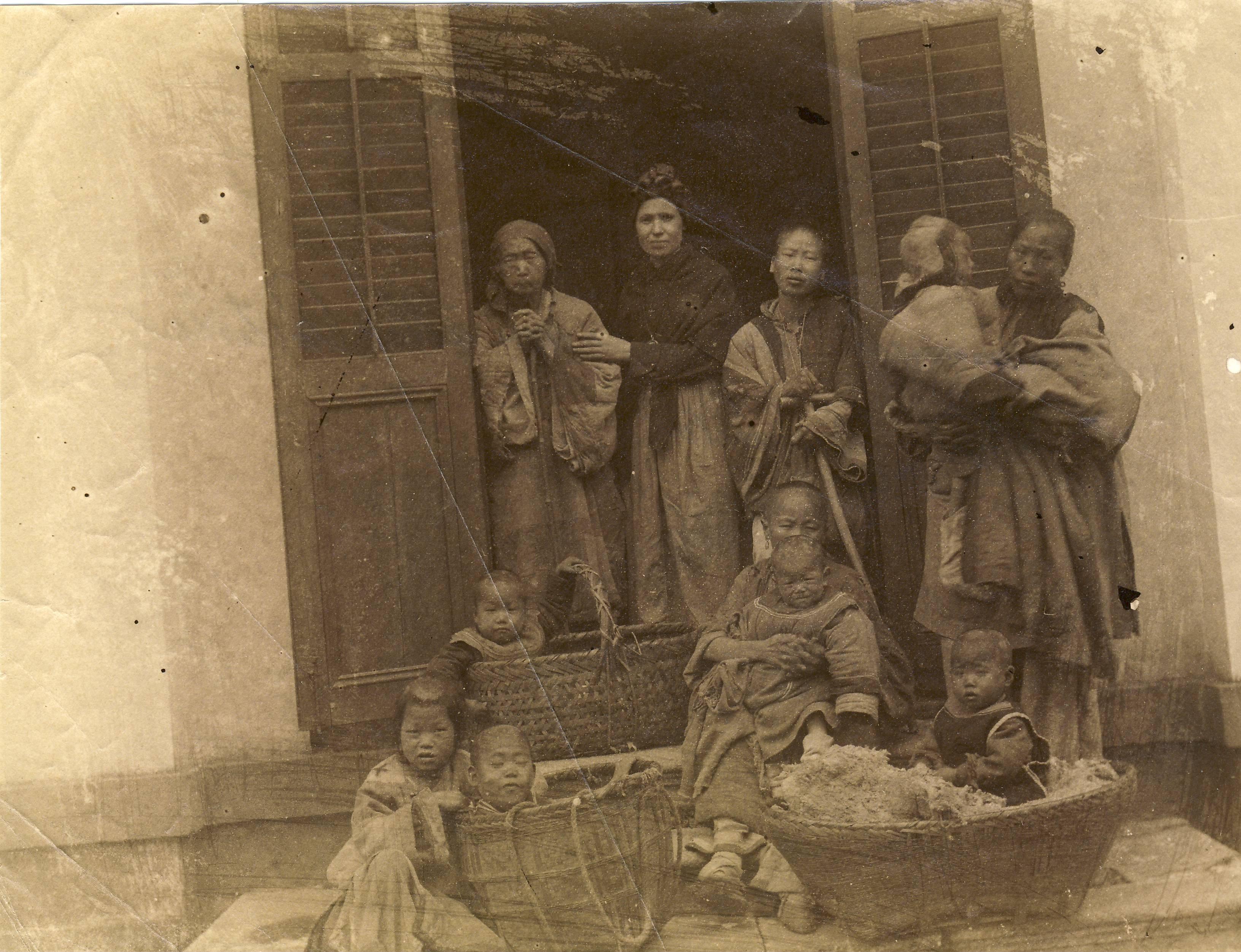 ricevimento delle persone nella portineria del convento Hankow