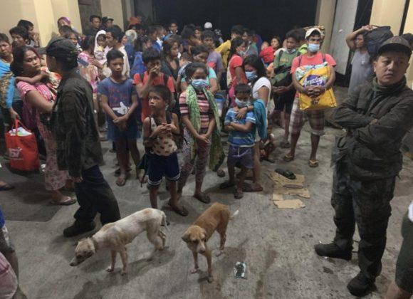 Vicini alle comunità delle Filippine minacciate dal vulcano Taal